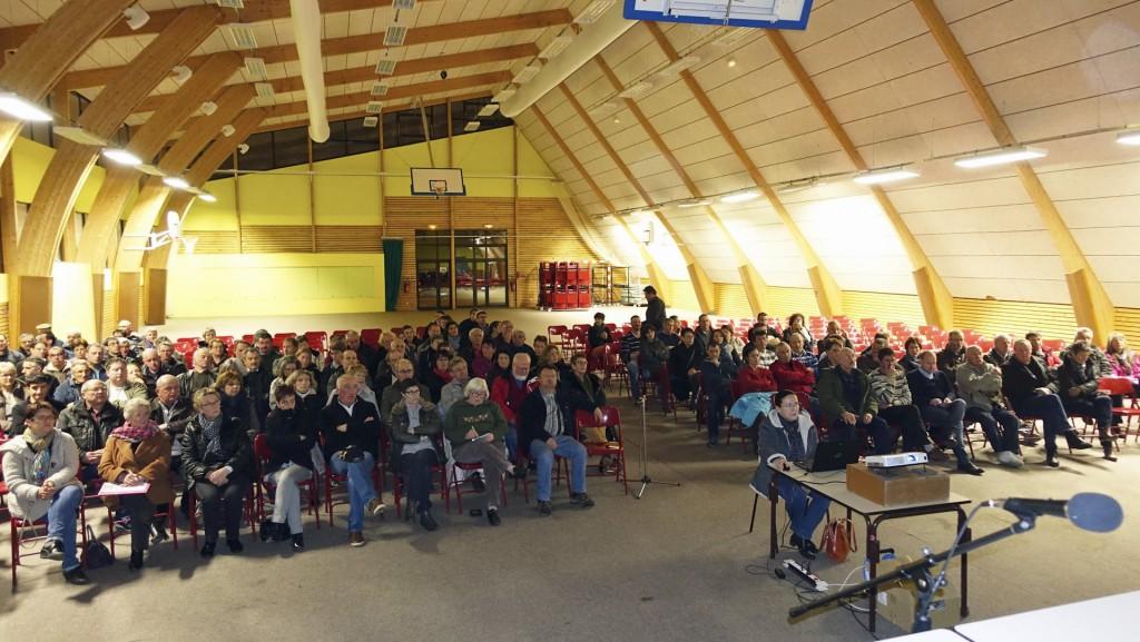 une centaine de personnes pour la réunion publique